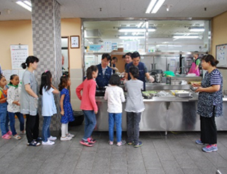 Provide the children with tenderly handmade food